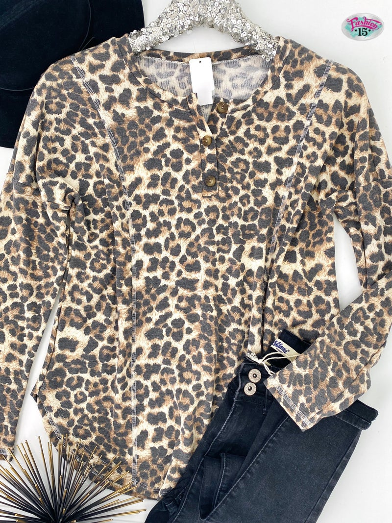 .~Animal Print Top w/ Buttons