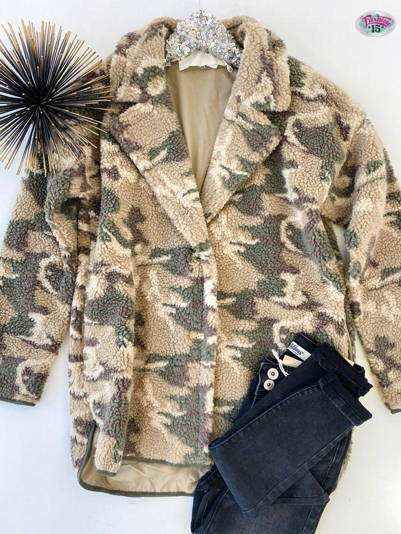 .Camo Sherpa Jacket