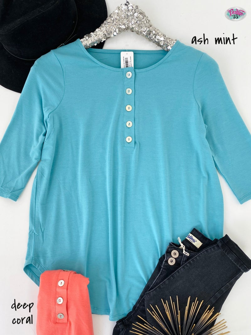 ~.Solid Top w/ Shell Buttons