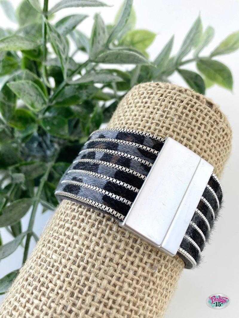 .Grey Animal Print Magnetic Bracelet