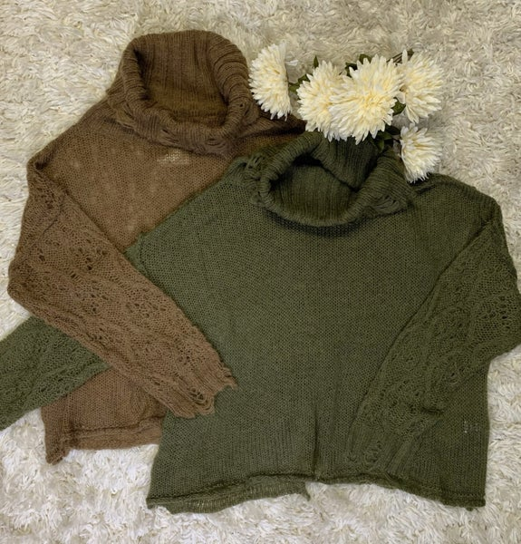 Boutique Item: Solid Contrasting Open Weave Knit Long Sleeve Sweater with Turtle Neck MJB (L)
