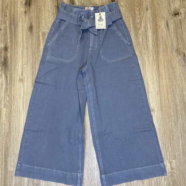 Boutique Item: Faded Blue Washed Twill Wide Leg Ankle Length Pants