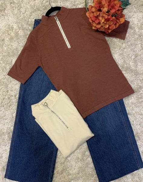 Boutique Item: Mock Neckline Zip Up Sweater Top MJB (L)