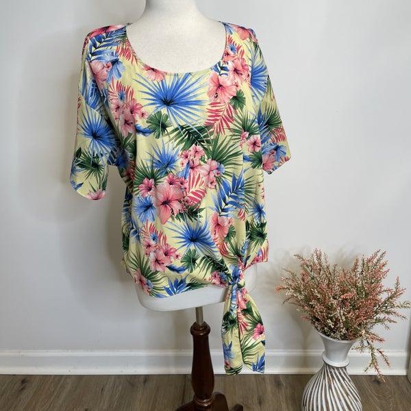 PLUS Tropical Print Short Sleeve Top w/ Knot Hem