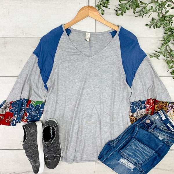 Contrast Solid and Floral Ruffle Sleeve V-Neck, Heather Gray
