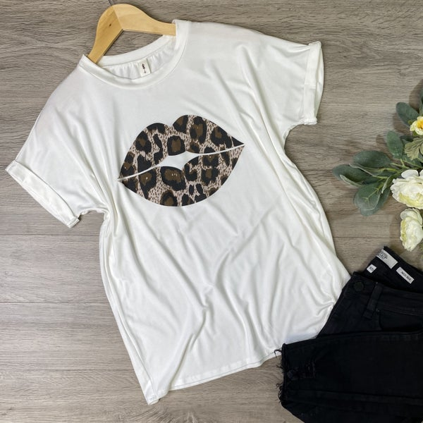 *Kendra's Collection* Leopard Lip Graphic Tee, Ivory