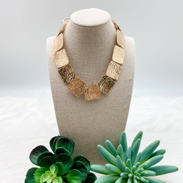 Short Costume Necklace, Gold
