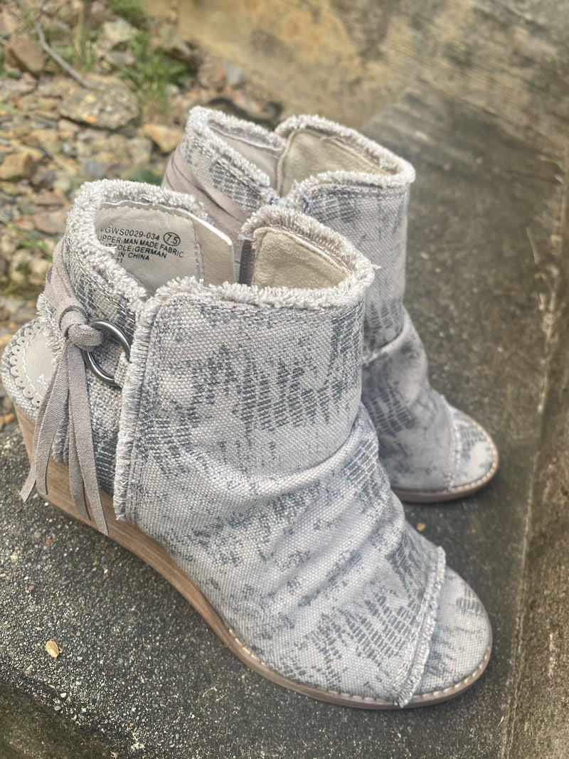 Keely Wedge by Very G