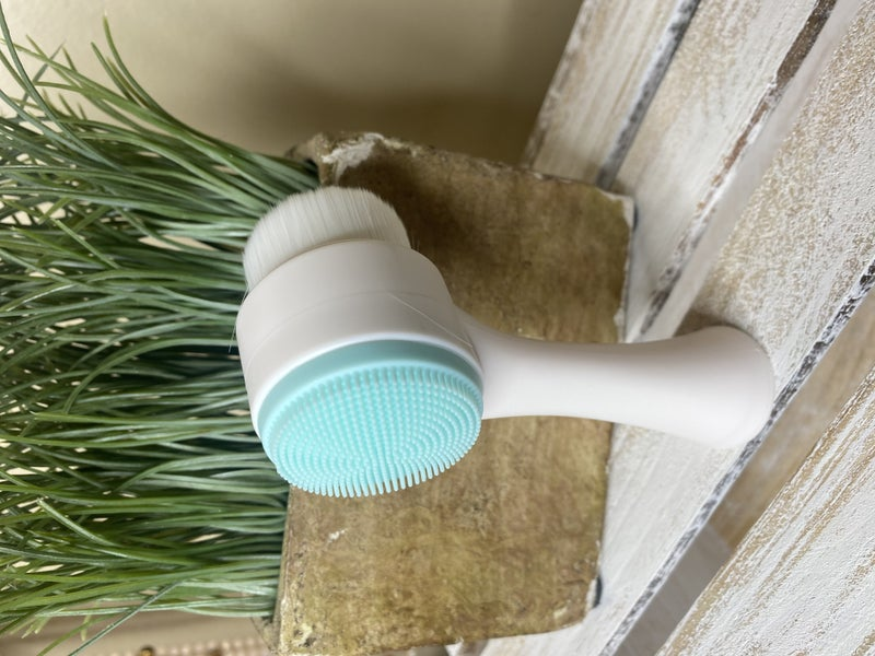 Clean Me Face Cleaner Brush