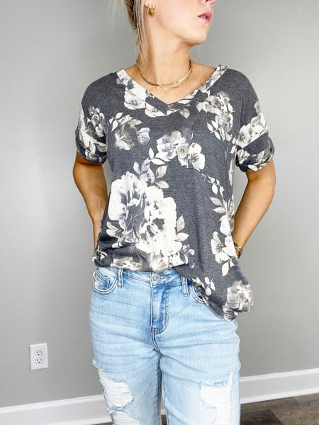 !Gray Floral V-n Short Sleeve Top