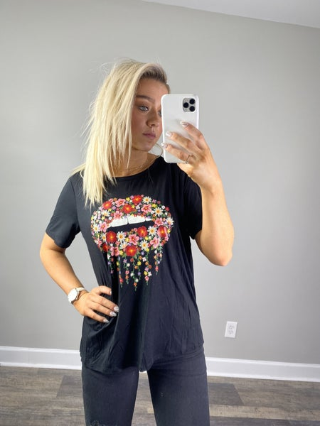 !Floral Lips Graphic Tee