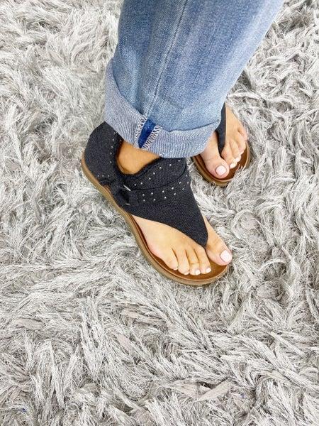 SIZE 6 ONLY - Very G Black Journey Sandal