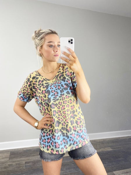 ! Short Sleeve Animal Print V-neck Top