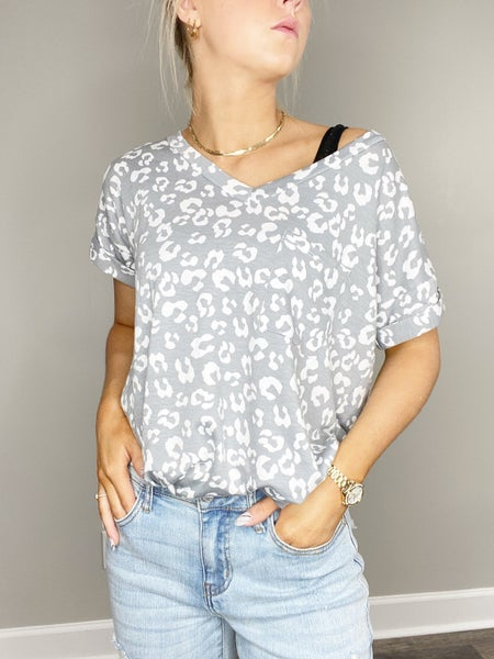 !Short Sleeve Animal Print V-Neck in Gray