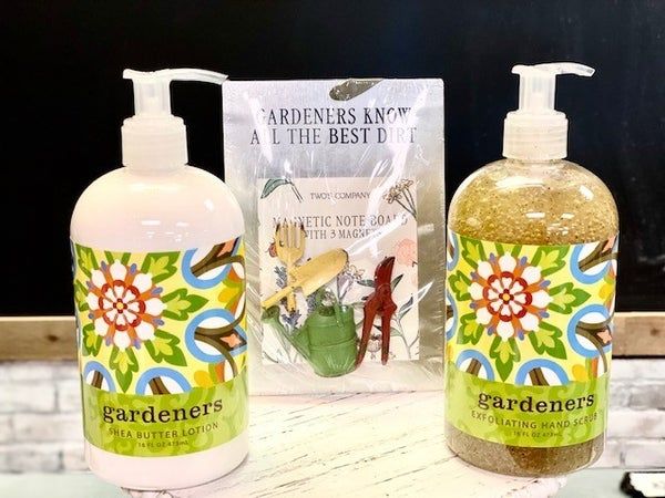 Gardener's Gift Set (Hand Scrub, Lotion, Magnets)