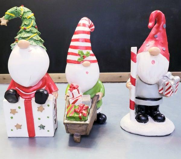 Gnome w/ Present Sitter