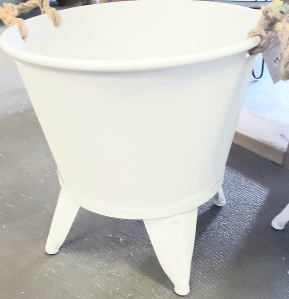 White  Enamel Wash Tub w/ Rope Handle