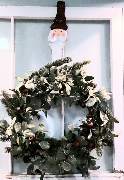 Santa Wreath Holder