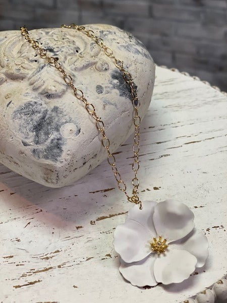 Open Chain White Flower Necklace