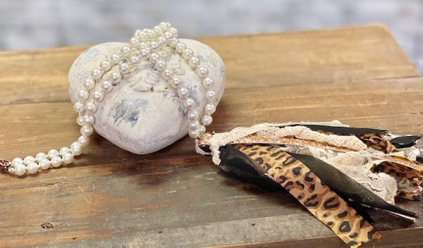 Leopard Print Pearl Necklace