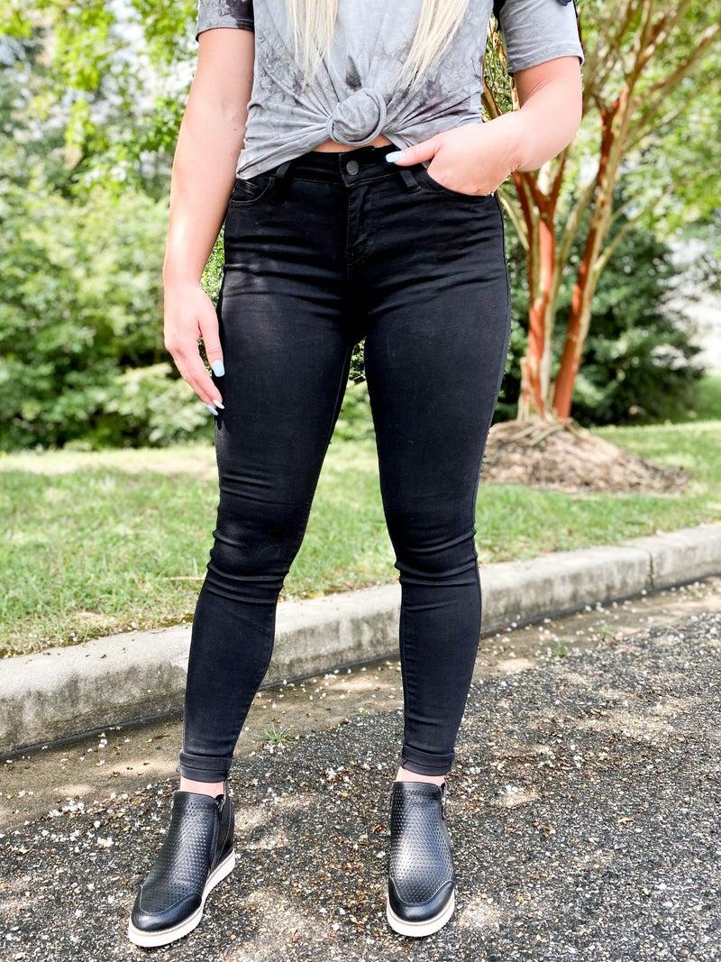 PLUS/REG Black Bombshell LBD Judy Blue Non-Distressed Black Skinny Jeans