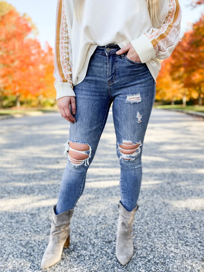 PLUS/REG The Weekender Judy Blue Distressed Knee Skinny Jeans