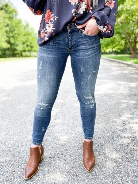 black friday! PLUS/REG Judy Blue Destroyed Relaxed Fit Jeans