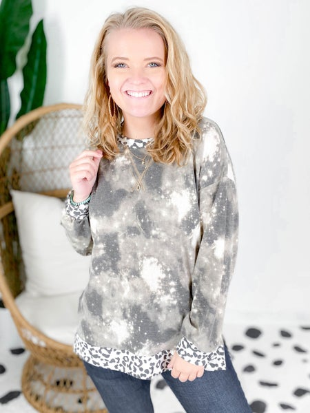 PLUS/REG Neutral Tie Dye Top With Leopard Trim Detail