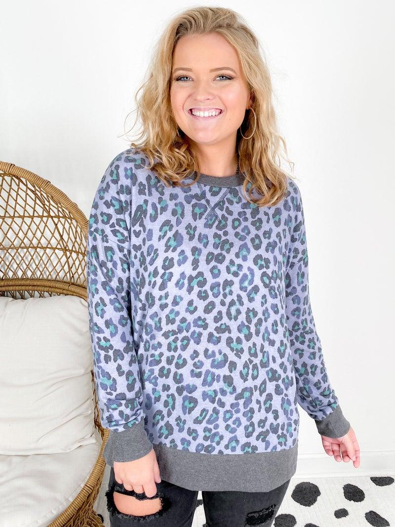 PLUS/REG Honeyme Blue Leopard Weekender Top