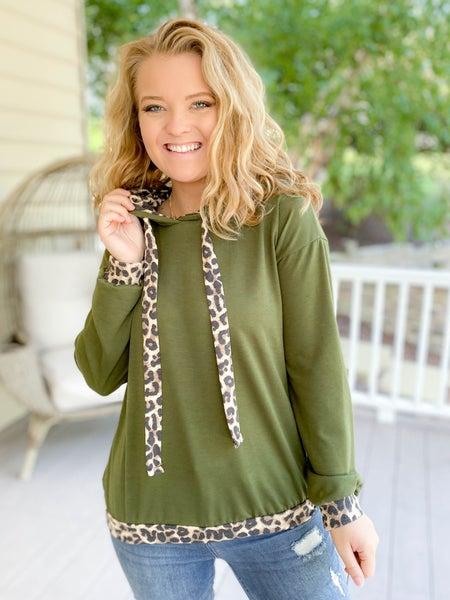 PLUS/REG Leopard Print Trim Long Sleeve Hooded Top (Multiple Colors)