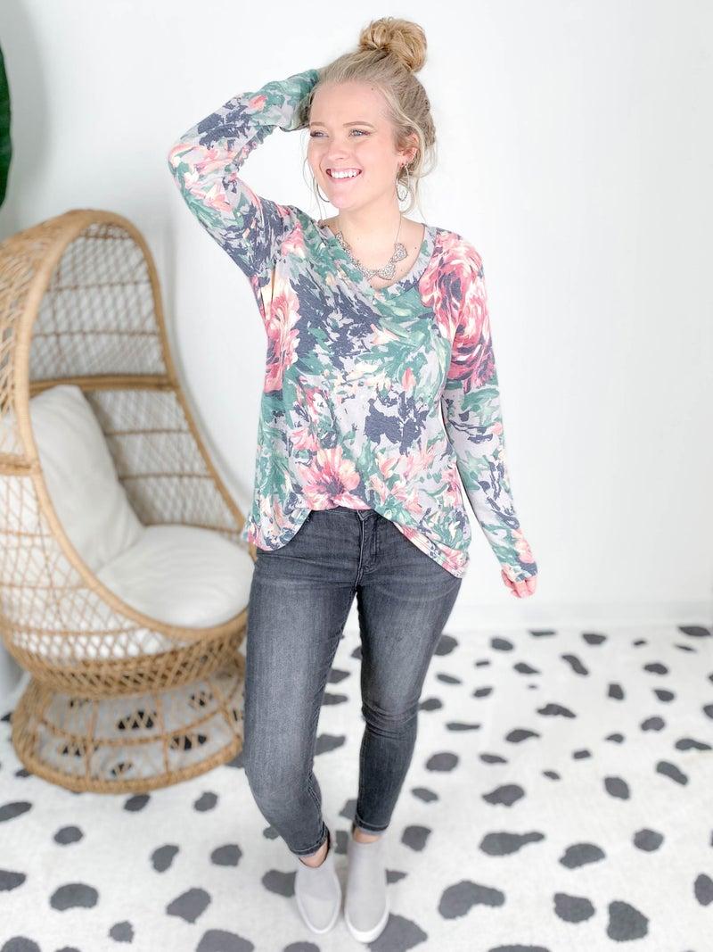 PLUS/REG Green Multi Color Floral Print V Neck Top