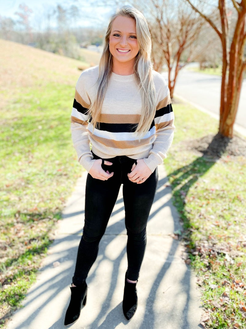 Crew Neck Sweater Knit Top With Color Block Detail