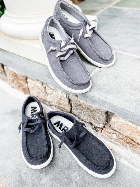 Men's Solid Hey Matty Sneakers With Contrast Heel (Multiple Colors)