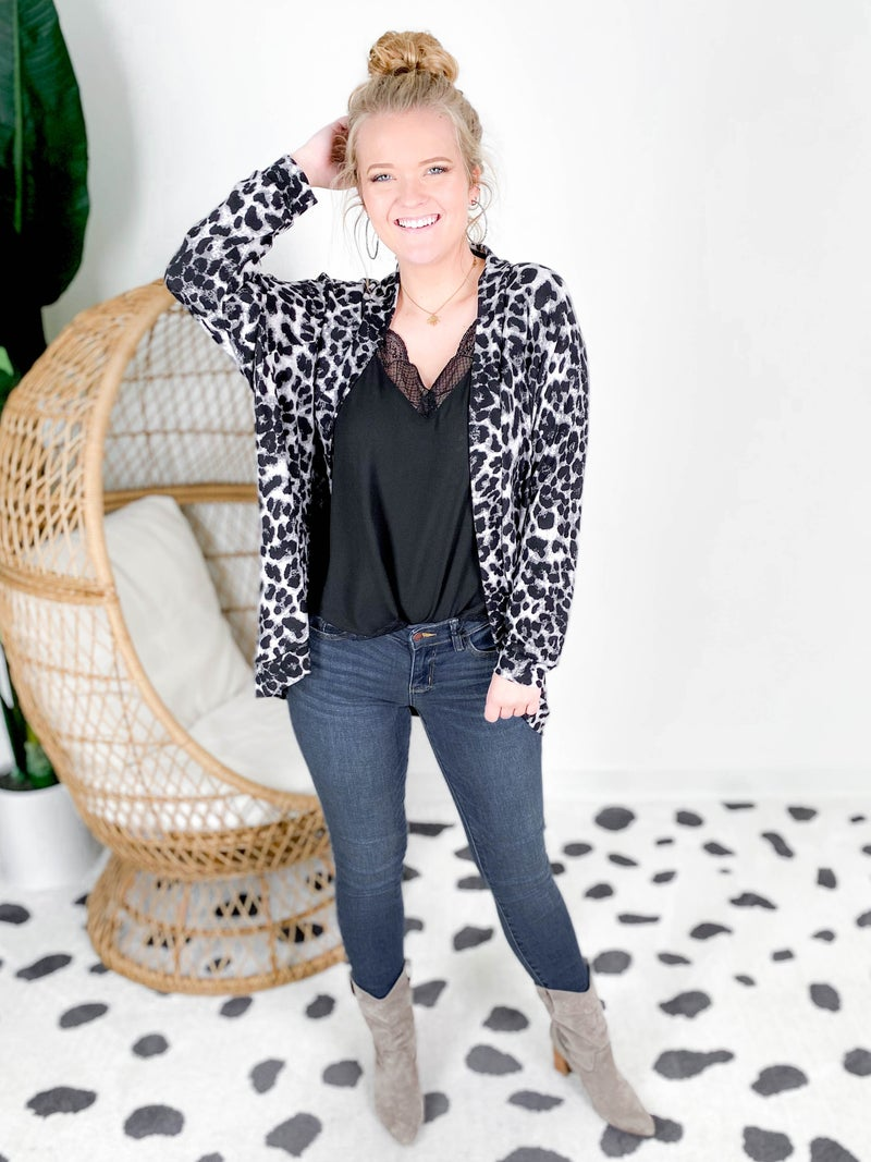 PLUS/REG Honeyme Leopard Open Front Cardigan With Pockets (Multiple Colors)