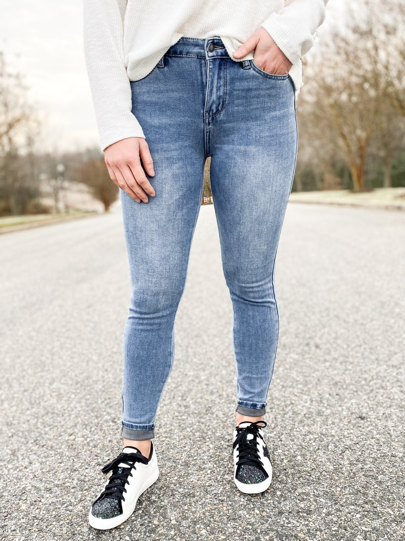 PLUS/REG Judy Blue Medium Wash Thermal Skinny Jeans