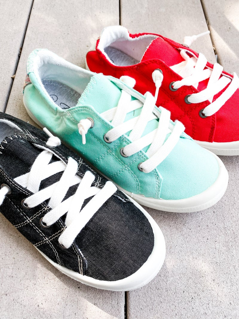 Cute Comfort Flat Sneakers with Patterned Heel Panel (Multiple Colors)