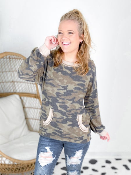 Plus/Reg Long Sleeve Knit Top with Front Pocket Pouch
