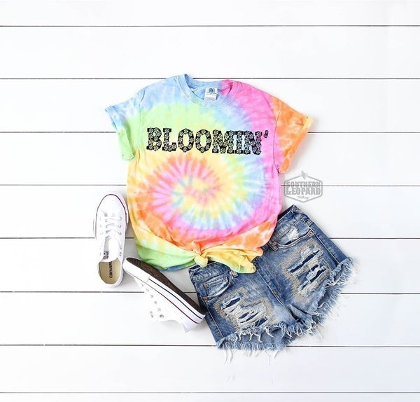BLOOMIN' Graphic Tee