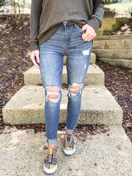 PLUS/REG The Weekender Judy Blue Distressed Knee Skinny Jeans