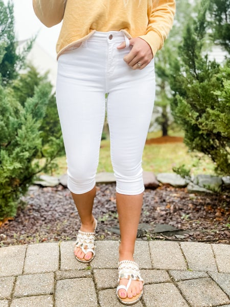 PLUS/REG Judy Blue Non-Distressed White Capri Jeans