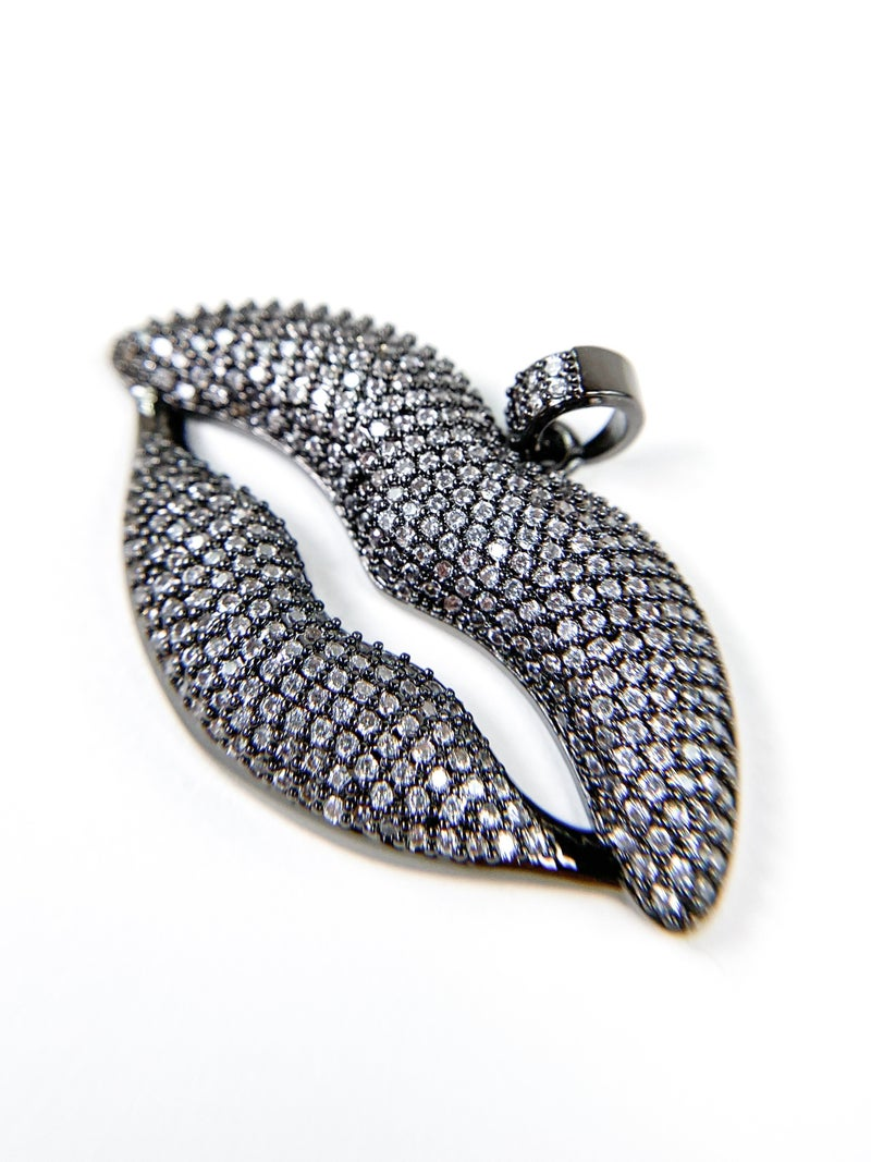 Karli Buxton Pave Crystals Lip Pendant