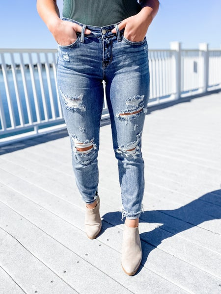 PLUS/REG Judy Blue Lunch Break Mid-Rise Distressed Boyfriend Jeans