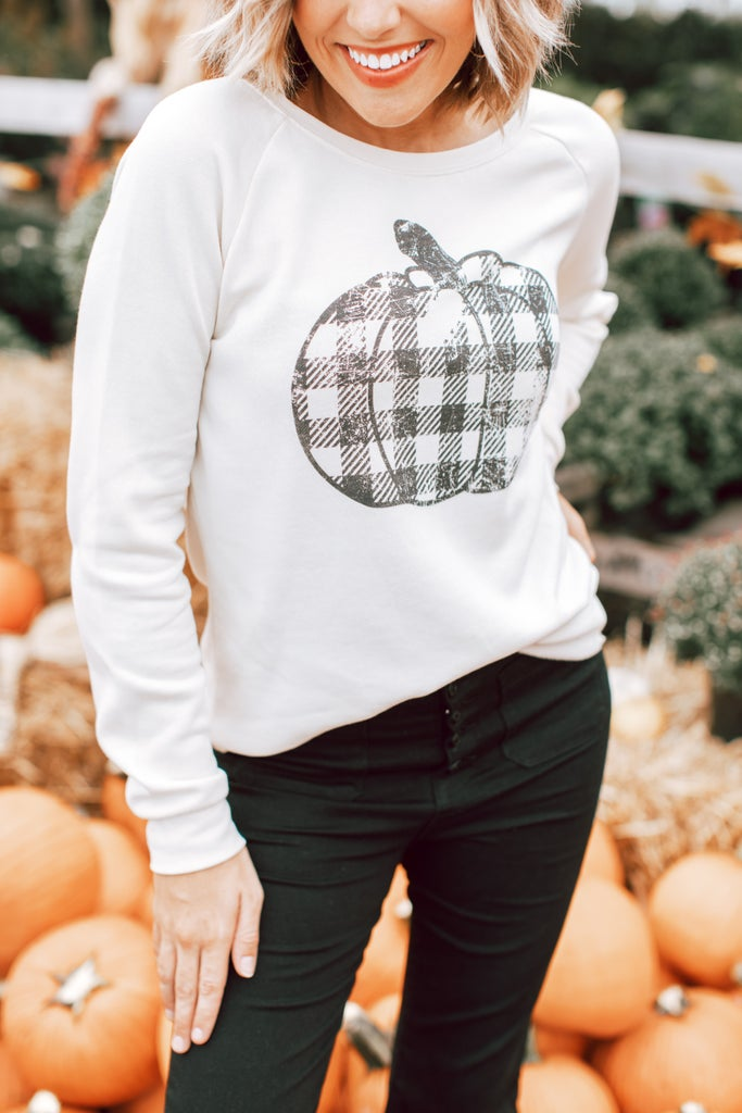 sku16225 | Plaid Pumpkin Graphic Sweatshirt