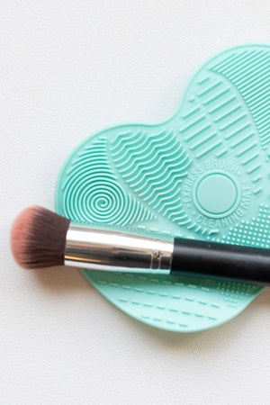 sku17101   Make-Up Brush Cleaning Pad