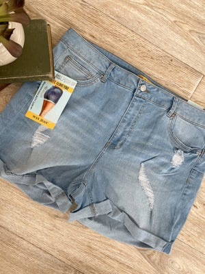sku18564 | Push-Up Distressed Denim Shorts
