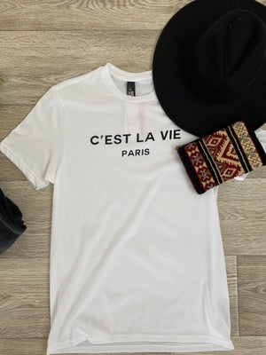 sku20091 | C'est La Vie Paris Graphic Tee