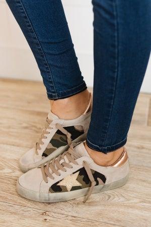 sku19960 | Paula Star Distressed Sneaker