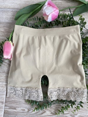 sku19153 | **Daily Deal** Seamless Lace Bottom Shorts