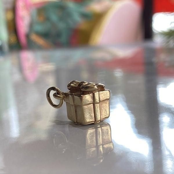 RARE James Avery 3D Present Charm 14k Gold