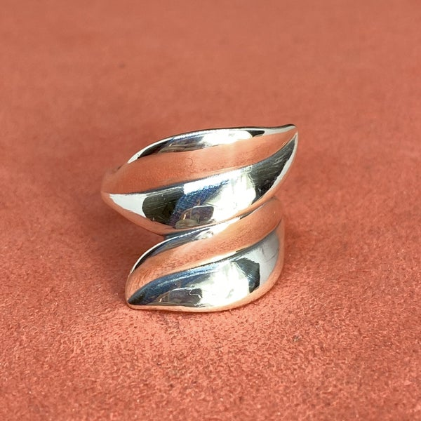 Retired James Avery Leaf Bypass Ring